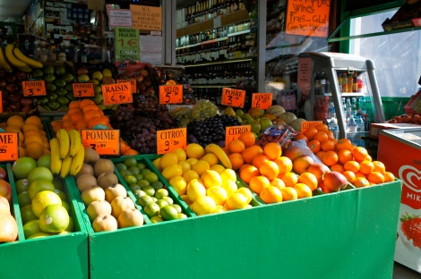 Fruit stand in Paris